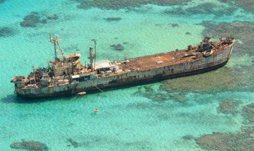BRP Sierra Madre, salah satu LST 542 class milik Filipina yang dikaramkan di kawasan konflik dengan Tiongkok.
