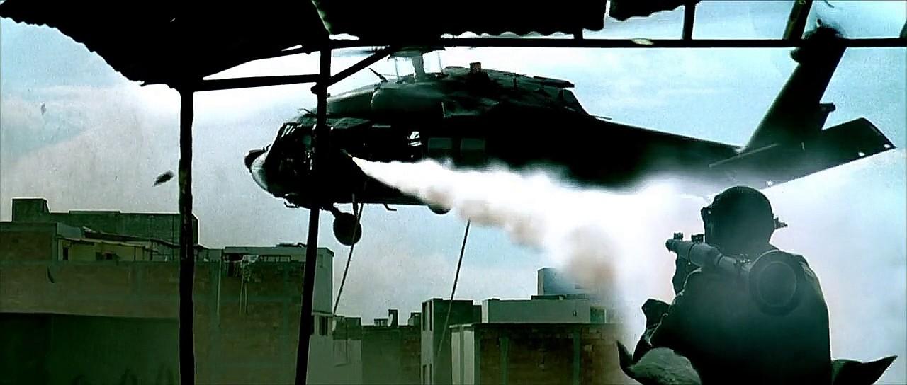 Heli MH-60 BlackHawk dari kesatuan elit SOAR AD AS menjadi korban keganasan RPG-7 dalam konflik di Somalia.