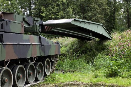 Leopard 2A4 AVLB LEGUAN MLC70.