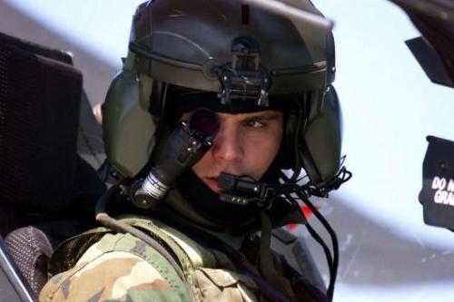 Helm pilot/kopilot Apache dengan teknologi IHADSS.