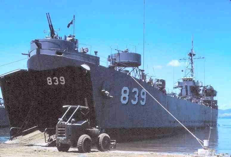 USS Iredell_County LST-839 dalam operasi di Vietnam.