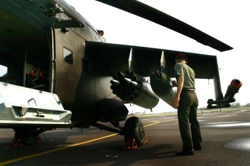 Roket dan rudal AT-9 terpasang pada sayap.