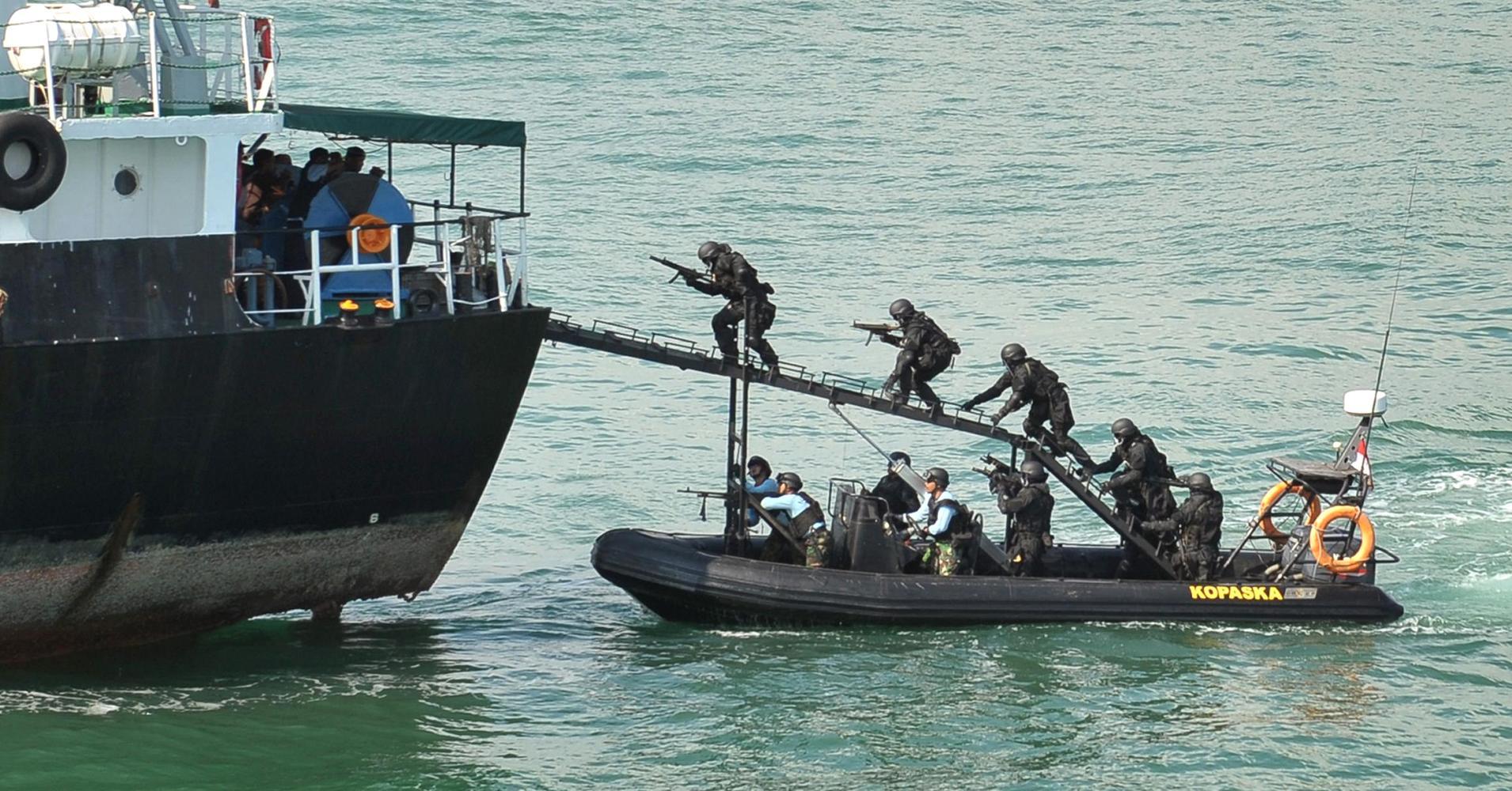 Ship boarding Kopaska dengan CANTOKA