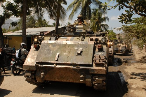 M113 A1 Australia beraksi di Timor Timur.