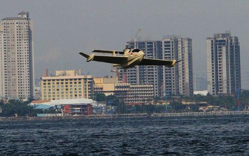 Pada dasarnya ini adalah kapal yang punya kemampuan terbang.