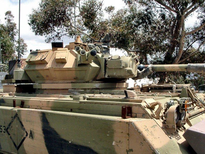 Pemasangan kubah meriam kaliber 76 mm pada M113 A1, berdampak pada berkurangnya kapasitas angkut personel.