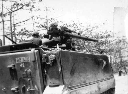 Beraksi dengan meriam tanpa tolak balik di Perang Vietnam.