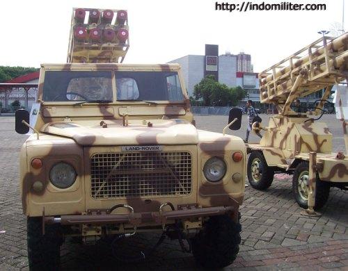 R-Han 122mm pada platform peluncur jip Land Rover