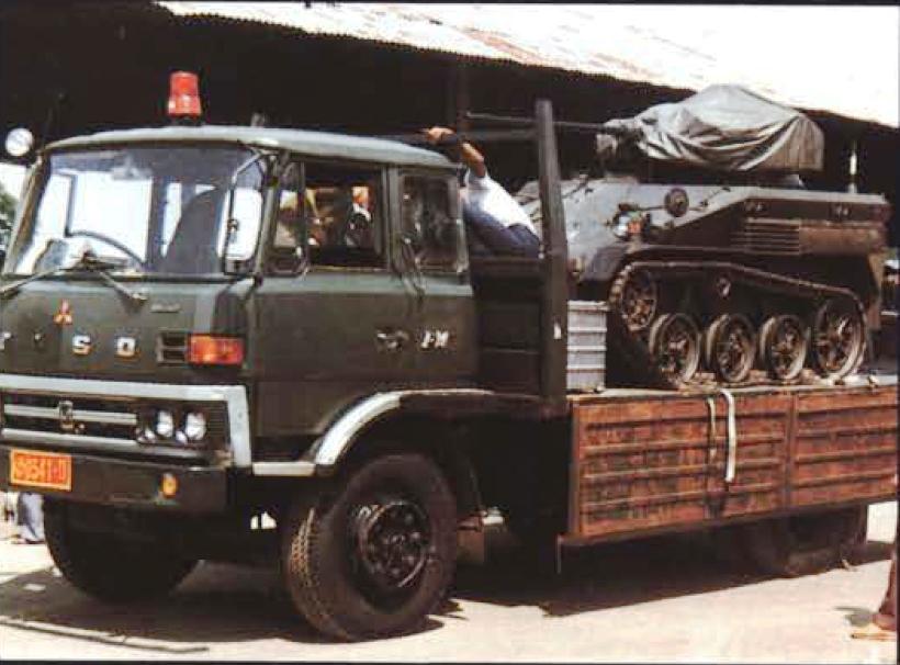 Wiesel saat diangkut dengan truk TNI.