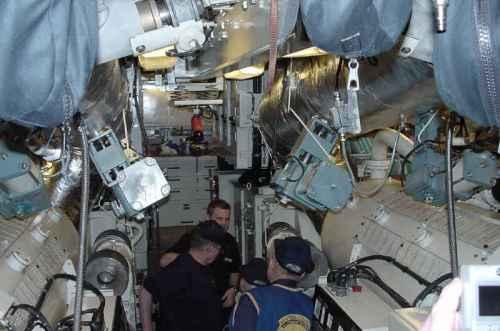 Ruang mesin pada kapal selam diesel listrik.