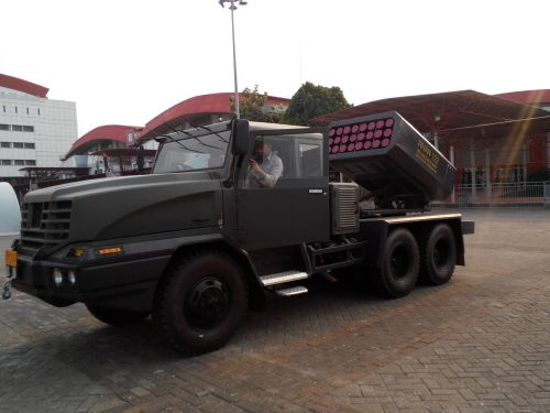 Pada platform truk 6x6