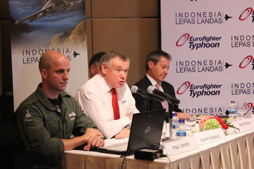 Pihak Eurofighter Typhoon dalam konferensi pers di Hotel Grand Hyatt (3/11).