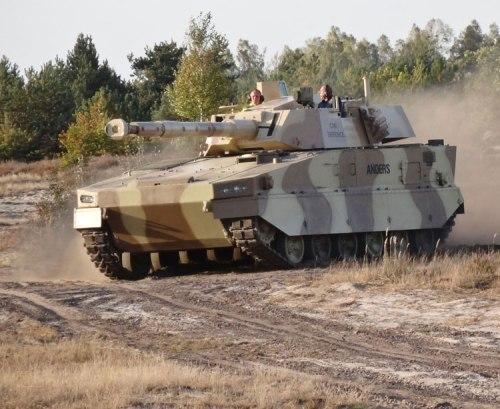 CT-CV 105HP diguankan pada tank Anders.