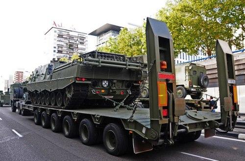 Untuk mobilitas, ARV 3 dapat dinaikkan ke tank transporter.