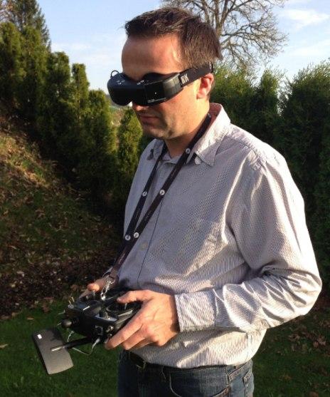 Beginilah kira-kira operasional operator drone quadcopter.
