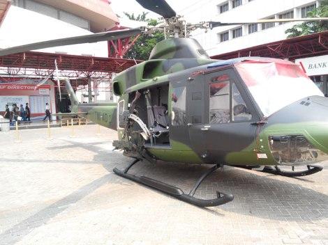 NBell-412 di Indo Defence 2014, lengkap dengan door gun.