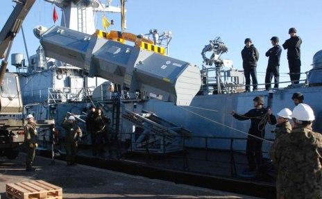 Proses loading peluncur RBS-15 MK3.