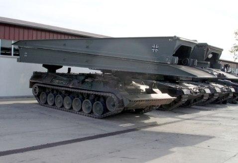 Panzerschnellbruecke_Biber_auf_Brueckenleger