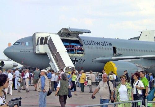 Selain basis A330, Airbus Military juga punya varian Airbus A310 MRTT, seperti yang dioperasikan AU Jerman.