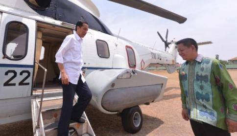 277632_presiden-joko-widodo-turun-dari-helikopter-kepresidenan-di-desa-majong-_663_382