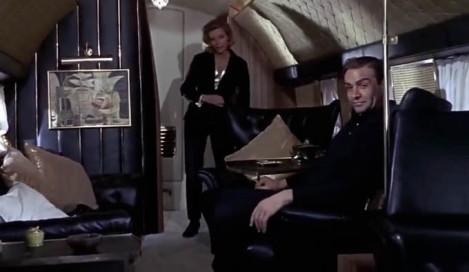 Ilustrasi bagian dalam JetStar dalam film Goldfinger.